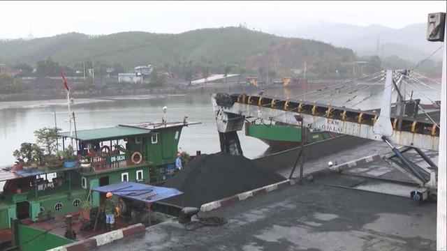 Quảng Ninh: Bắt khẩn cấp 4 cán bộ Công ty Tuyển than Hòn Gai