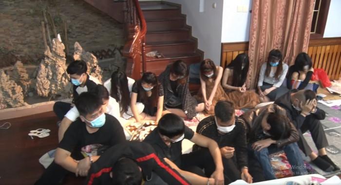 Hà Nam: Bắt quả tang 15 đối tượng tổ chức sử dụng trái phép ma túy