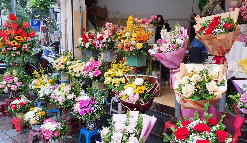 Khó lường sức mua, giá hoa tăng trước dịp 20-10